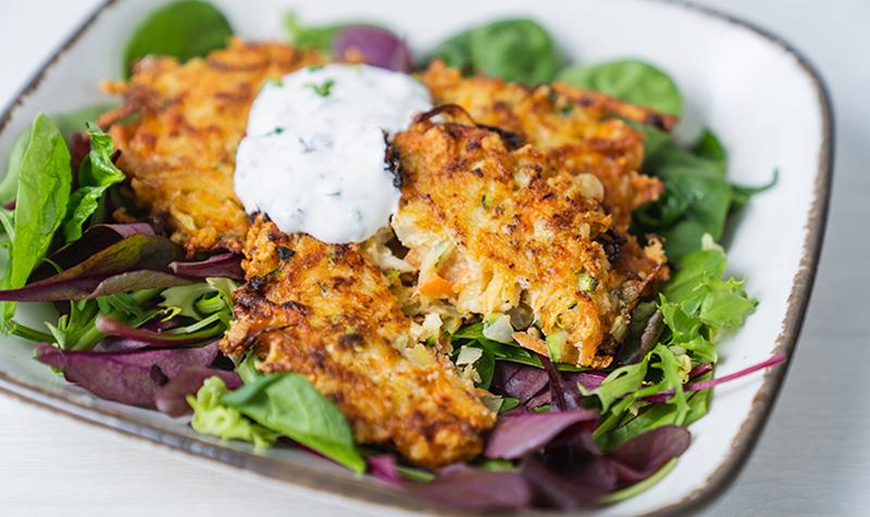 Käse-Gemüselaibchen mit Schnittlauchrahm