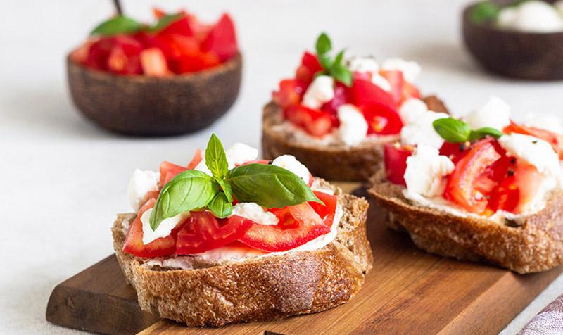 Bruschetta mit Tomaten-Zucchini-Salsa