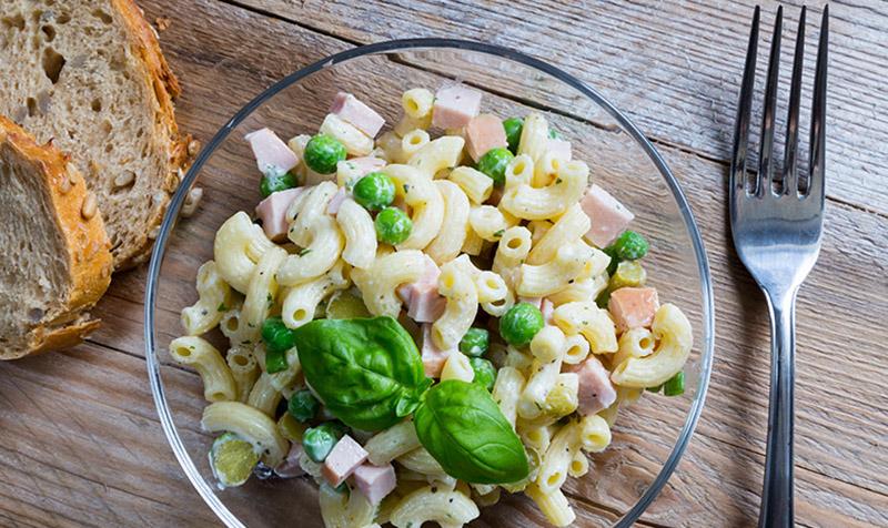 Nudel-Gemüse-Salat mit Putenschinken