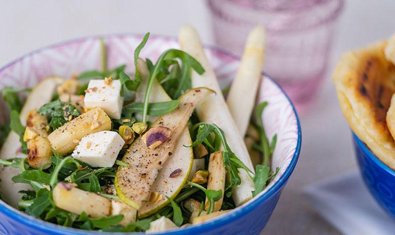 Spargel-Birnen-Salat mit Rucola und Fetakäse