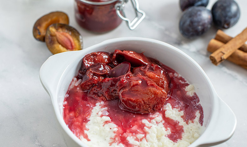 Vanille-Reis-Pudding mit Zwetschgenröster