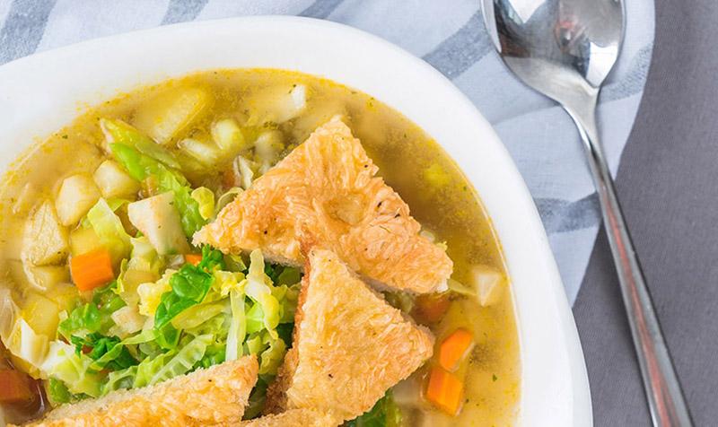Winter-Gemüse-Suppe mit Käseschöberl