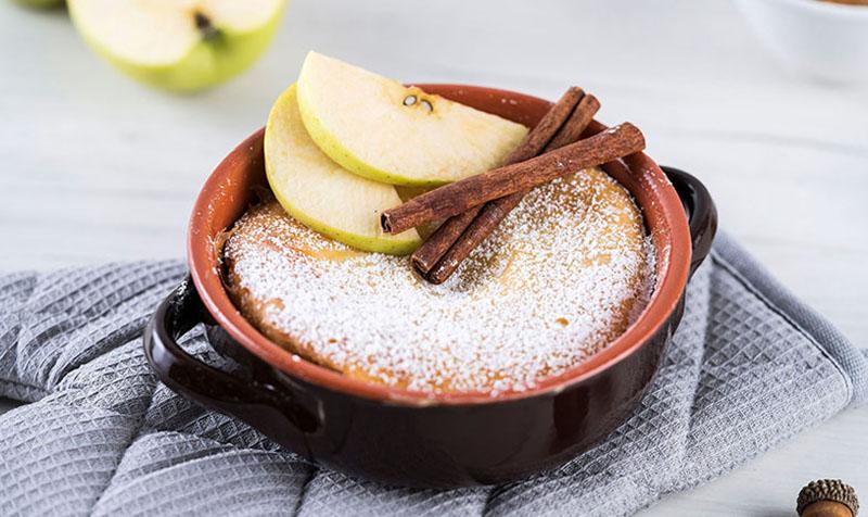 Buttermilchauflauf mit Apfelkompott