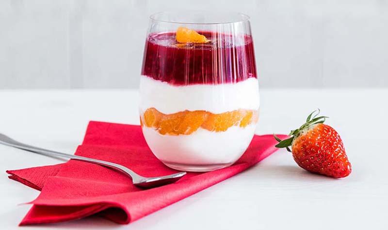 Topfencreme mit Fruchtpüree