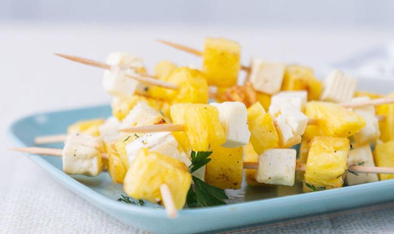 Käse-Ananas-Spieße vom Grill